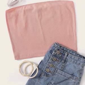 ♥️ 3 st tubtoppar från märket SHEIN. Endast provade. Ljusrosa, rosa och senapsgul. Säljs tillsammans för 125 inkl. frakt eller separat för 35kr/st där köparen står för frakten. ♥️