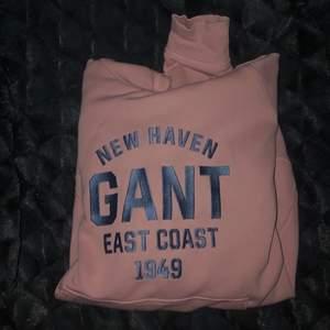Rosa gant hoodie från kidsbrandstore! Använt fåtal gånger därav priset