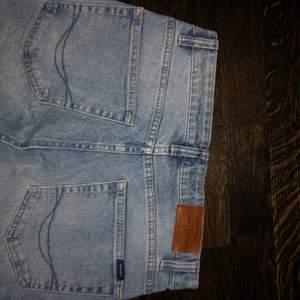 Vanliga sköna jeans, inte för långa ben