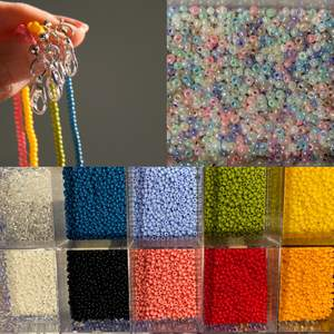 Halsband eller Armband med initial! Välj färg på pärlor, färg på initialer och/eller kristall som hänge.                    Priser: Halsband 80kr, Armband 50kr (+frakt)                              Vid intresse skriv privat: Halsband eller Armband, vilka 1-3 färger (pärlor) eller pastell mix, vilket hänge (initial eller kristall).              (Riktiga kristaller)                                    Man får med en kristall ring och en påse med kristaller och pärlor i varje order!
