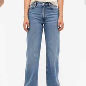 Säljer dessa blå jeans ifrån monki då dem är för små för mig i bra sick det är i storlek 24 så skulle säga de passar 34 kanske 36