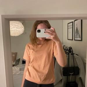 Rosa t-shirt från acne studios i stl xxs men är oversized💗 köp för 500+frakt