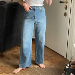 Helt nya raka jeans från nu-in, nypris var 636 plus frakt. Storlek W27 L30, jag är 173 lång och har storlek 36. Frakt kostar 66kr