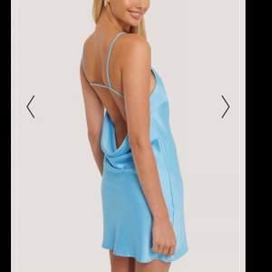 Blå klänning från Misslisibell x NAKD. Endast använd en gång! Storlek 40. Helt slutsåld på hemsidan!