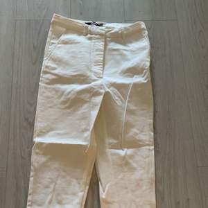 Fina kostymbyxor från bikbok, kommer ej till användning och har kommit till användning två gånger varav en test, köparen står för frakten