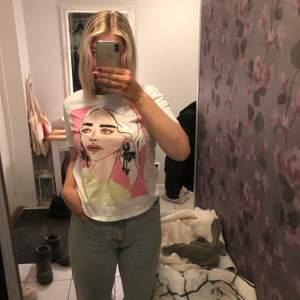 Jättefin t-shirt från Zara. Använd få gånger!            Frakt ingår inte i priset, kan mötas upp i sthlm 💞