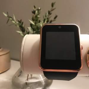 Smartwatch, snygg och stilren. Använd 2-3 gånger, säljer pågrund av att jag inte får användning av den🥰 400kr🥰
