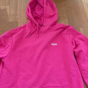 Fila hoodie i stl S. Bra skick, inga fläckar eller defekter