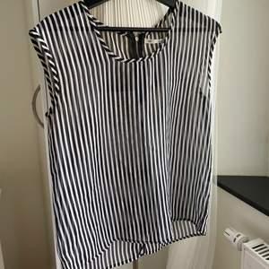 See through sleeveless striped shirt, black and white