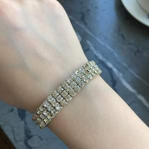 Armband i silver med tre rader diamater💎 Rätt så liten i storlek.