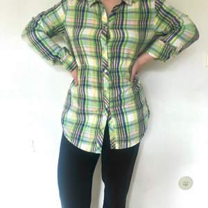 skjorta i gott skick, kan bäras som klänning eller skjorta