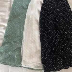Säljer dessa tre kjolar som är avklippta från klänningar, fråga för fler bilder! En för 100 två för 150 tre för 200💕 (SVARTA SÅLD)