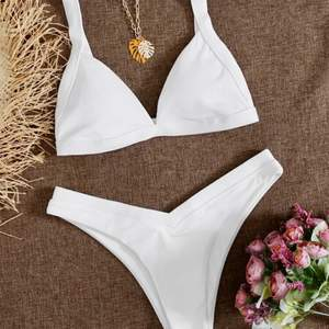 Vit superfin bikini, helt oanvänd. Storlek M men passar mig som brukar ha bikinis i S💖💖💖köpt för 129, säljer för 69!