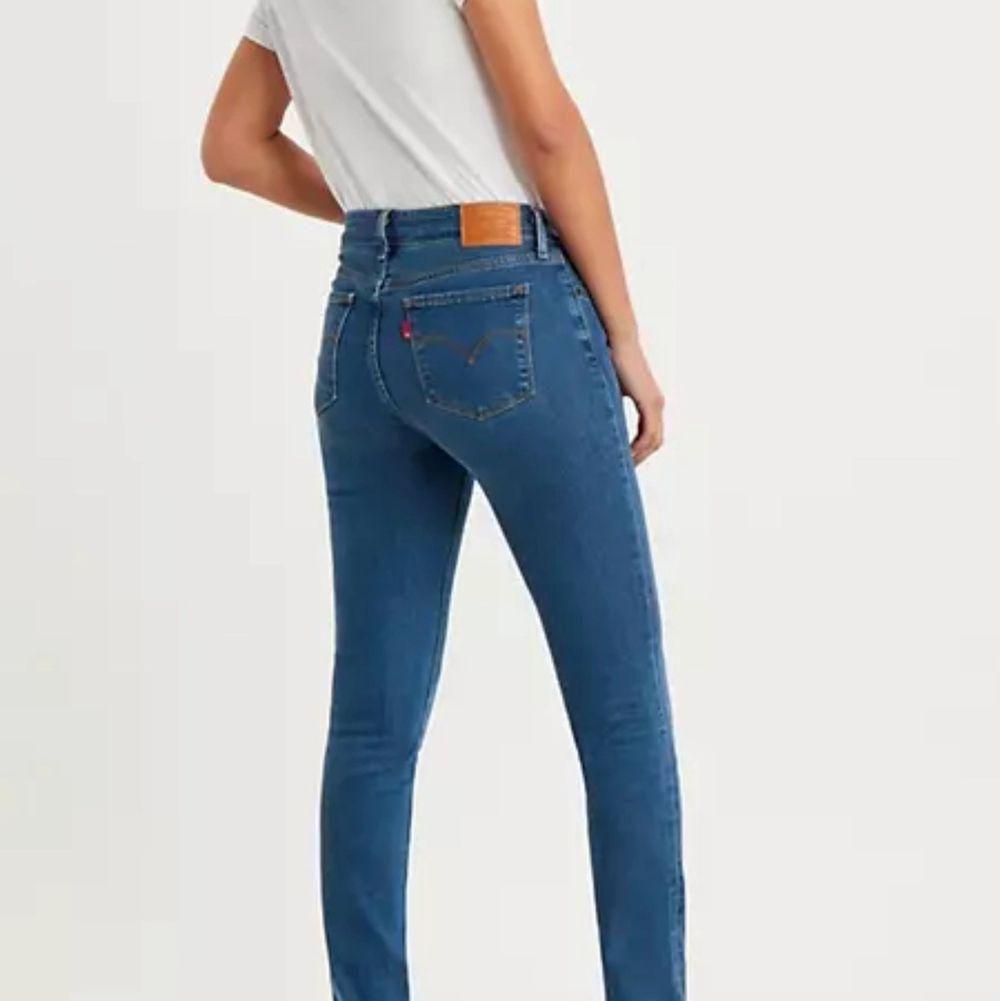 Använda 1 gång pga för små, jag är 164 o dom är perfekt i längden på mig . Jeans & Byxor.