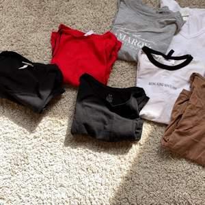 Jag säljer ett paket pris med 7 t-shirts i ny skick. Man kan köpa alla för 150:- eller styckpris. Hör av er vid eventuella frågor