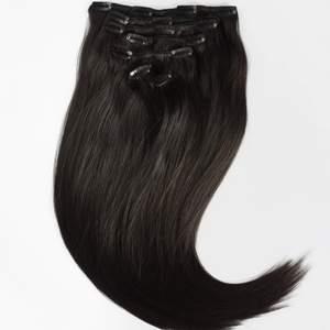 Selger ubrukte hair extentions med clip on fra Luxushair, grunnet kjøp av feil farge. Fargen er 1b-moccabrown(fargen etter svart). Håret er 45 cm langt og er 160 g fordelt på 8 remser. Human Hair i indisk håndlaget kvalitet!  #extentions #extention #hairextentions #hairextention #hår #hair #brun #brown #45cm #luxushair #lux #hår #parykk #clipo