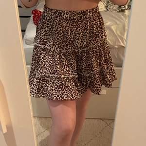 En jättefin leopard kjol från SHEIN storlek XS aldrig använd köptes i somras 🤍🤎 (står ej för frakten)