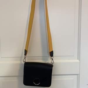 Väska från HM, använt några gånger. One size