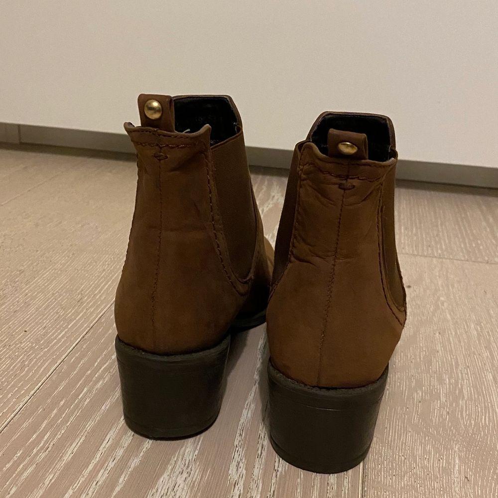Bruna helt oanvända boots! Storlek 37, ifrån märket Dasia. Dyra i inköp och supersnygga!. Skor.