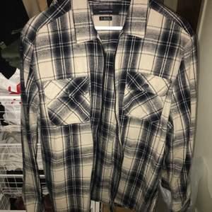 Somrig skjortjacka som aldrig är använd köpt för 749kr