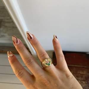 Helt ny ring, 18k guldpläterad och i storlek 7🤍🤍  priset är ink frakt💥