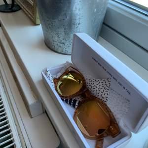 Säljer mina chimi glasögon i färgen peach. Supersnygga och trändiga!