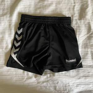 Svarta hummel shorts. Bra skick!