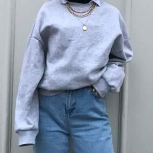 billig sweatshirt från gina tricot som inte är använd så mycket kan skickas mer bilder