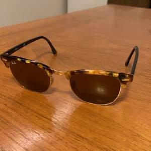 Beige/svarta ray-ban solglasögon