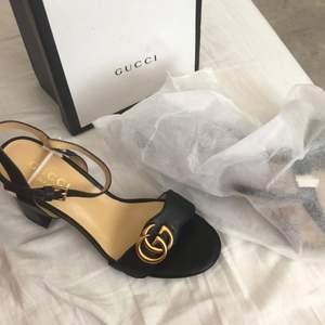 Oanvänd Gucci skor i Äkta läder, inte äkta men +A klpia köpte på 4000kr ..lådan med
