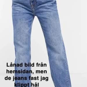 Jeans från pullandbear som är i fint skick aldrig användan pga av för stora. Köptes för 399kr. Köparen står för spårbarfrakt