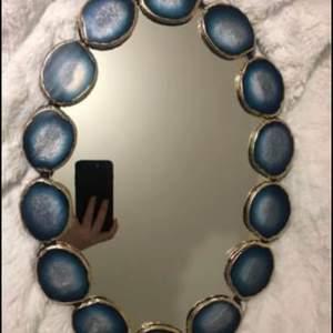 Helt ny spegel, säljer matchande klocka