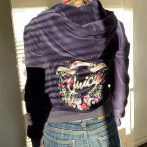 Mörkblå juicy couture tröja med fin rygg!!