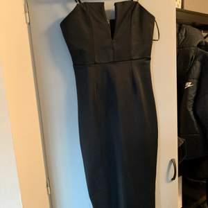 jättefin klänning, vadlång med förstärkt byst och avtagbara axelband