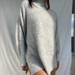 Hi, I am selling my grey turtleneck that I bought this winter from H&M. It is made of polyester and is super soft. I personally don't like touching polyester, that's why I'm selling it. It is a very nice set and super easy to combine. It is super light as well so it works well for spring.