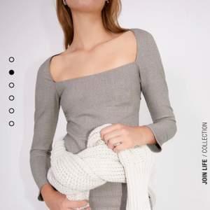 Grå kort klänning från Zara. Säljer pga att den är för liten jättebra skick, den är som ny lappen är kvar och säljer för 189kr inklusive frakt 💗