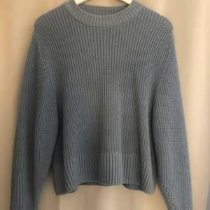Fin blå stickad tröja i storlek S från Monki, köparen står för frakten💗