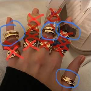 Jag hade tänkt sälja alla mina guld ringar då jag bestämt mig för silver! 🤍 Kan inte komma ihåg specifik vart enskilda är köpta men b.la. Plick, depop, safira, otherstories, uf-företag och danska smyckessidor. De flesta är justerbara annars ungefär storlek S  🌸Guld-ringar: 90kr/st eller 150kr om man vill köpa båda av dom som hör tillsammans🌸  🌼plastringarna: 50kr/st🌼 ❌!blå-markerade är kvar!❌