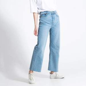 Raka blå jeans 💕 knappt använda då ja har flera liknande 💕 skriv för fler bilder