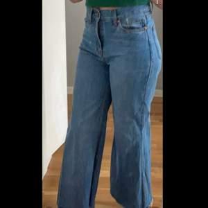 Jätte fina wide jeans i storlek 36