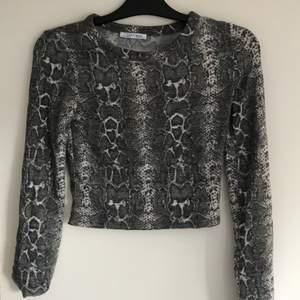 Superskön tröja från Zara. Frakt är inkluderat i priset!💕