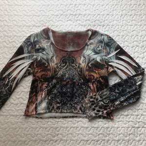 Cool tröja som passar xs-m, buda i kommentarerna (bud + frakt) 🌙