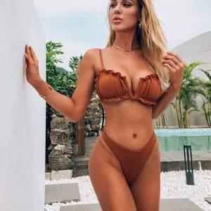 Säljer denna bruna bikini. Helt oanvänd och därav i nyskick.🥰🥰