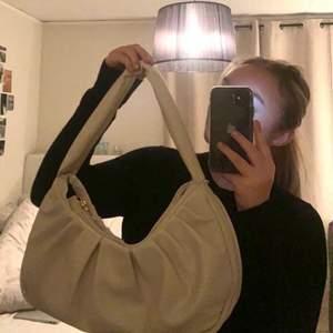 Skitsnygg väska från Asos, aldrig använd för har för många väskor🤍