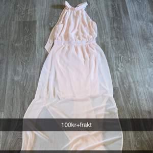Helt ny långklänning i storlek 36 ! 100kr+ frakt