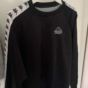 Sweatshirt i mjukt jätteskönt  material,lite stor i storleken, köpt för länge sedan. Säljer pga lite för stor!!