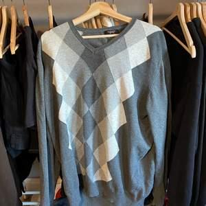 grå argyle sweater, storlek XXL. (frakt tillkommer)