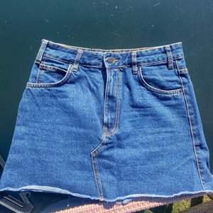 Söt jeanskjol från bershka i storlek 38💓💓