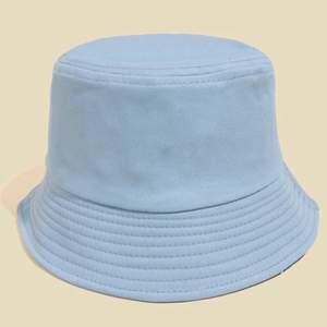 Buckethat också från SHEIN. Jättefin blå färg men jag måste nog någon gång inse att jag inte passar i buckethats haha. Storlek 58.