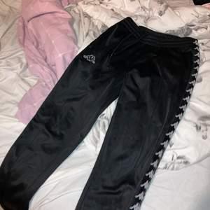 Coola byxor i från kappa storlek S säljer för 150kr+ frakt 60kr